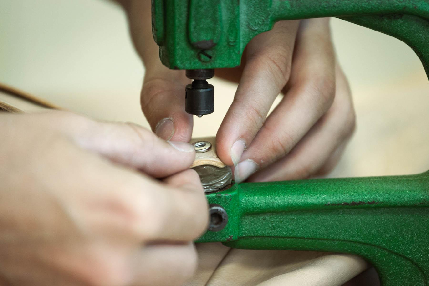eduardo armada - fotografia y diseño web - fotografías taller de peletería Rebestptiel